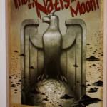 Eine Poster-Komposition in einer Kellertreppe