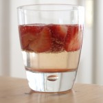 Cocktail zum Wochenende: Prosecco mit Erdbeeren