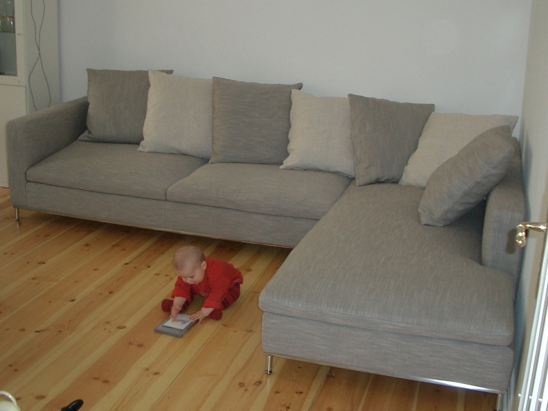 die lange geschichte mit dem sofa wie sieht 39 s denn hier aus. Black Bedroom Furniture Sets. Home Design Ideas