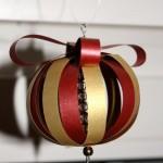 Weihnachtsbasteln für Handarbeitslegastheniker  – heute: Weihachtskugeln